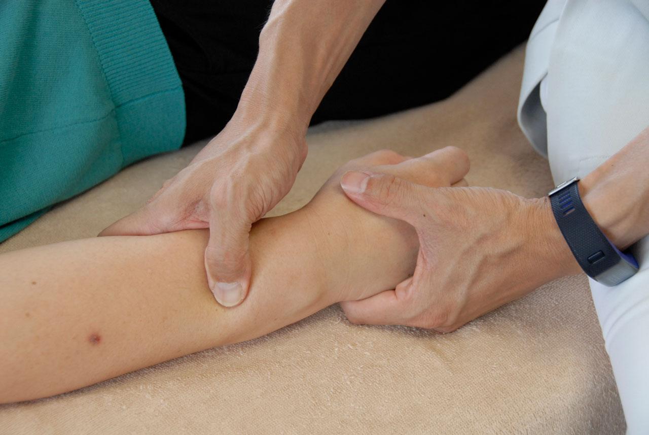 せやま治療院 治療シーン 腱鞘炎